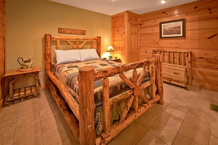 Cabin with Queen Bedroom and Jacuzzi Tub - A Tennessee Twilight