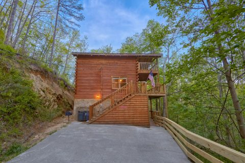 Private 2 bedroom cabin near Dollywood - A Twilight Hideaway