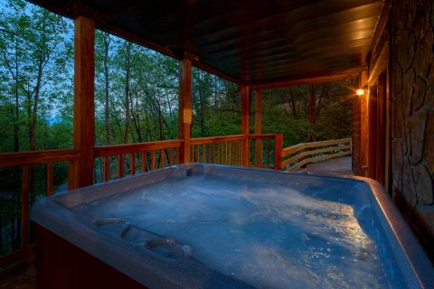 2 Bedroom cabin with Private Hot Tub on deck - A Twilight Hideaway