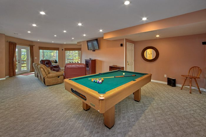 5 Bedroom Cabin with Pool Table Game Room - A View For All Seasons