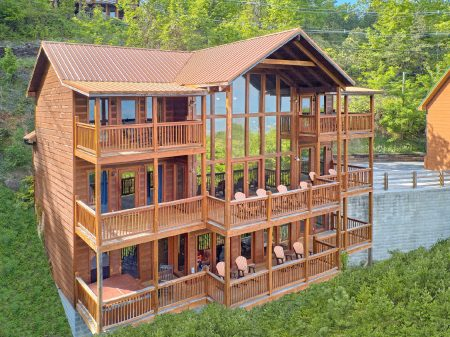 Casa Blanca: 5 Bedroom Sevierville Vacation Home Rental