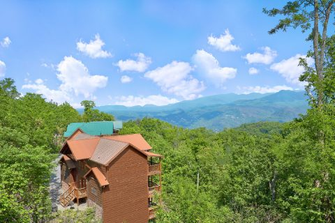 Luxurious Gatlinburg Cabin with Mountain Views - A View From Above