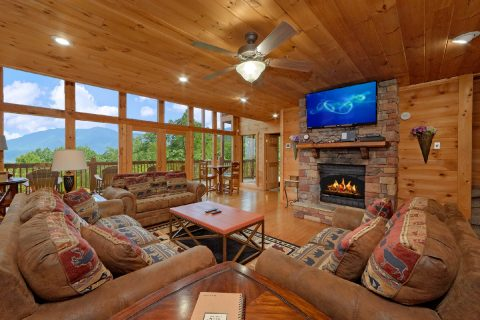 Premium 5 bedroom cabin with fireplace and Views - A View From Above