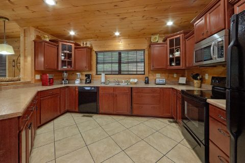 Luxury Cabin with 5 bedrooms and full kitchen - A View From Above