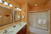 5 bedroom cabin with 5 private bathrooms