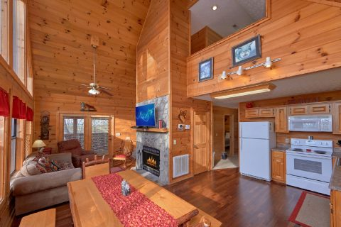 2 Bedroom Cabin near Pigeon Forge and Gatlinburg - A Wolf's Den