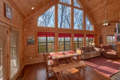 2 Bedroom Cabin with Dining Area for 6 - A Wolf's Den