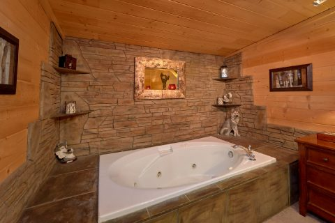Master Bedroom with King Bed and Jacuzzi - A Wolf's Den