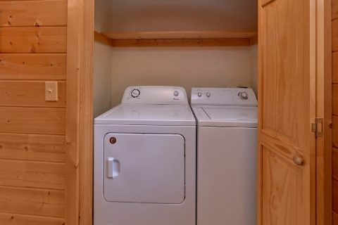 Rustic 2 Bedroom Cabin with Washer and Dryer - A Wolf's Den