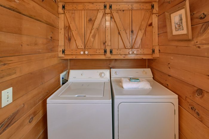 Rustic Cabin with Full size washer and dryer - A Woodland Hideaway