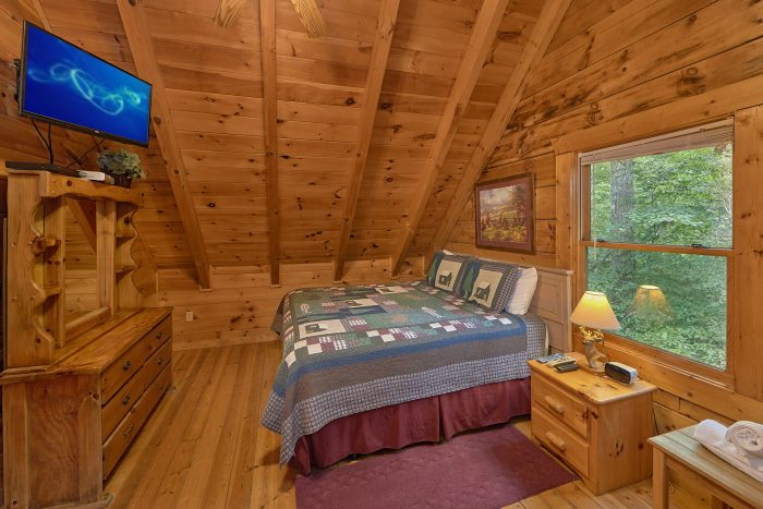 Rustic Cabin with 2 King Bedrooms - A Woodland Hideaway