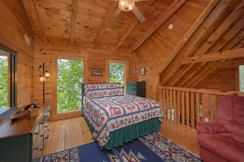 2 Bedroom Cabin with Full bed in Loft - A Woodland Hideaway