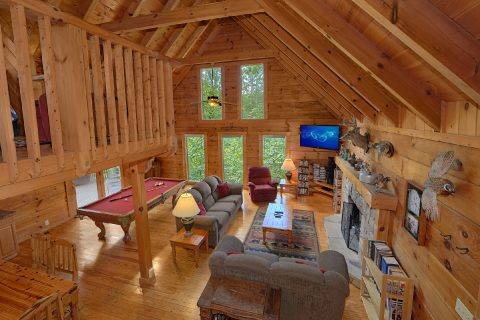 2 Bedroom Cabin with Fireplace and Pool Table - A Woodland Hideaway