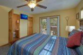 Private 3 Bedroom Cabin with 3 queen bedrooms