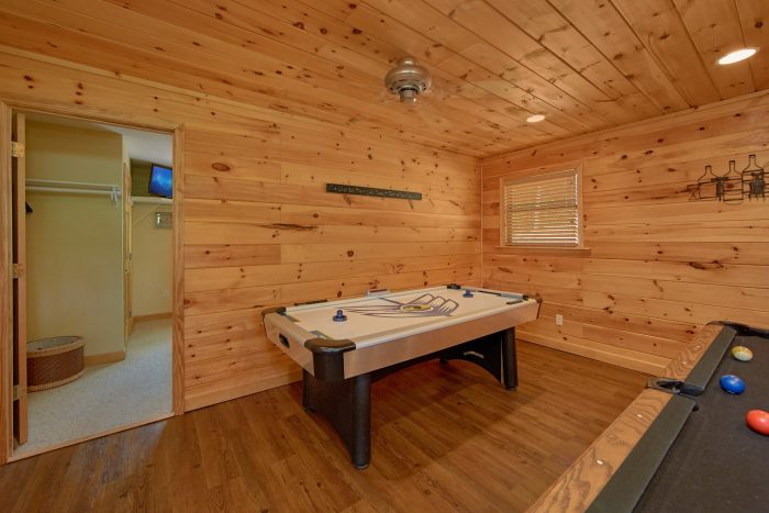 3 bedroom Cabin with Air Hockey and Game room - Above the Rest