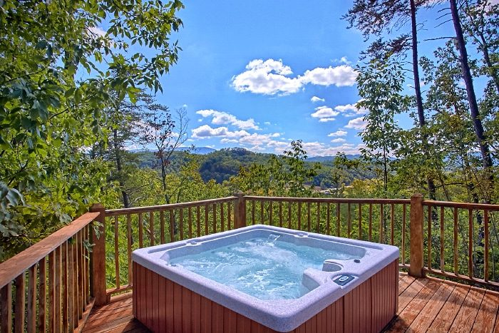 3 Bedroom Cabin with Private Hot Tub and View - Above the Rest