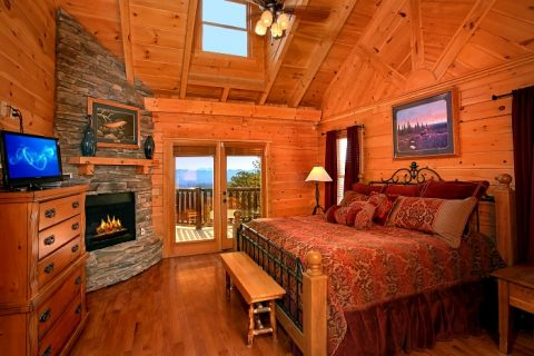 Luxurious Cabin with fireplace in Master Suite - Above The Smokies