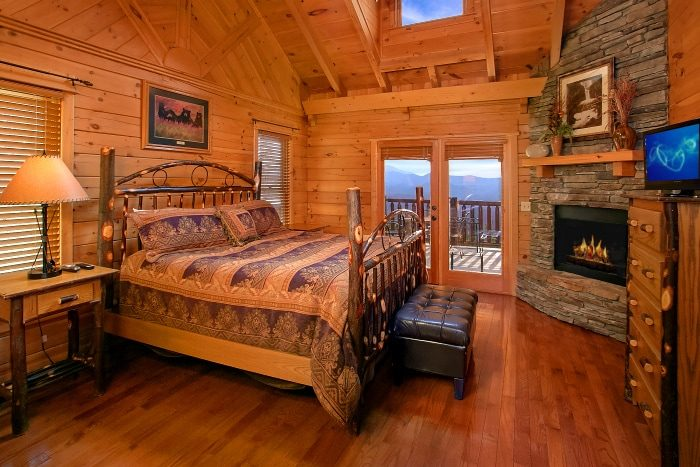 Luxury Cabin with 2 King Suites and 2 Fireplaces - Above The Smokies