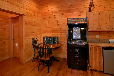 5 Bedroom Cabin with Arcade game and Pool Table - Above The Smokies