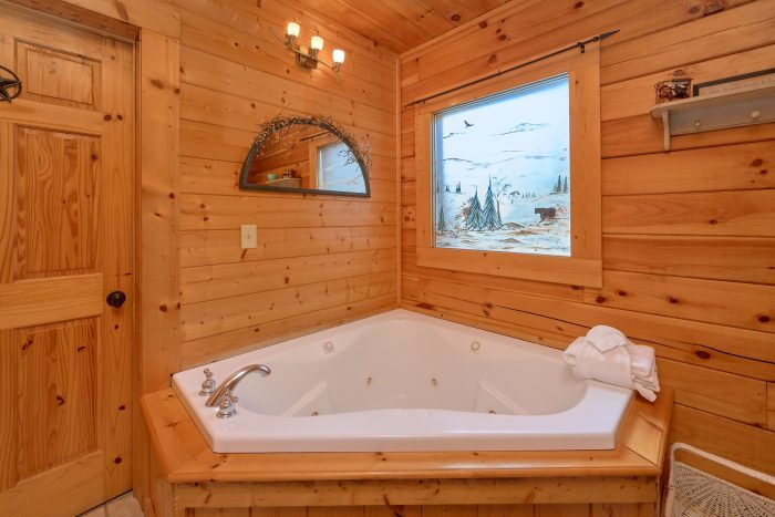 Jacuzzi Tub in Cabin - Absolute Delight