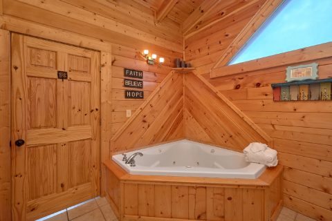 2 Bedroom cabin with 2 Jacuzzis - Absolute Delight