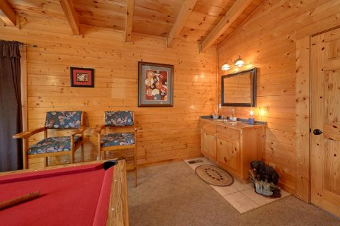 2 Bedroom cabin with Pool Table and wet bar - Absolute Delight