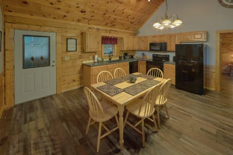 Spacious 2 Bedroom Cabin with Dining Room - Absolute Heaven