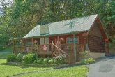 2 bedroom cabin with hot tub and Fire Pit