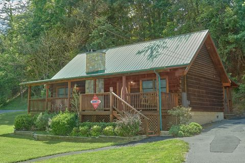 2 bedroom cabin with hot tub and Fire Pit - Absolute Heaven