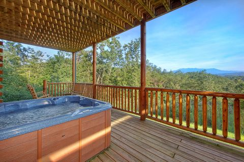 Premium cabin with hot tub and Mountain Views - Absolutely Viewtiful
