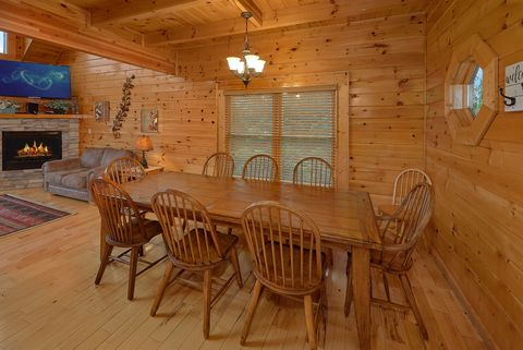 4 bedroom cabin with large Dining Room - Absolutely Viewtiful