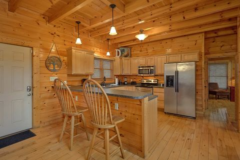 Large Dining Room Table in Cabin - Absolutely Viewtiful