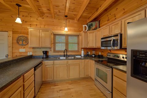 Fully furnished kitchen in 4 bedroom cabin - Absolutely Viewtiful