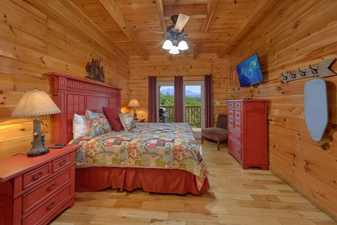 Master bedroom with King Bed and Mountain View - Absolutely Viewtiful