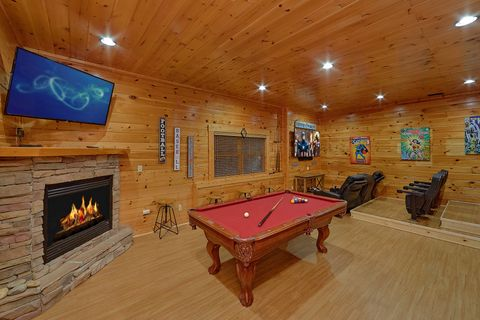 Cabin with Game Room, Pool Table and Theater - Absolutely Viewtiful
