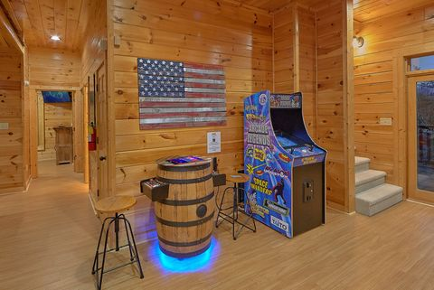 Luxurious 4 bedroom cabin with Arcade Games - Absolutely Viewtiful