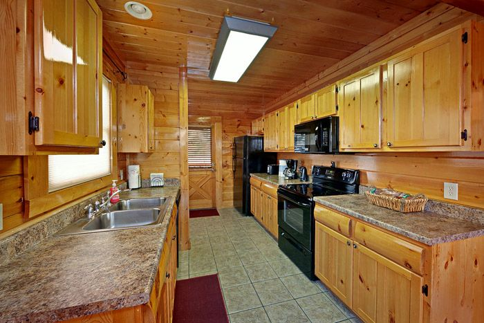 Cabin with Fully Equipped Kitchen - Adventure Lodge