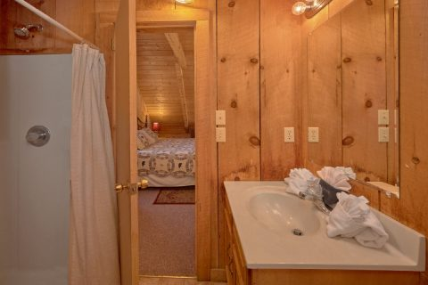 Spacious cabin with 2 private bathrooms - All By Grace