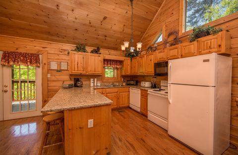 2 bedroom cabin with full kitchen - Almost Heaven