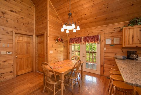 2 bedroom luxury cabin with dining room - Almost Heaven