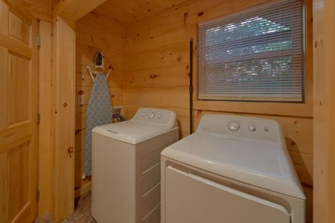 Spacious 3 Bedroom Cabin with Washer and Dryer - Almost Paradise