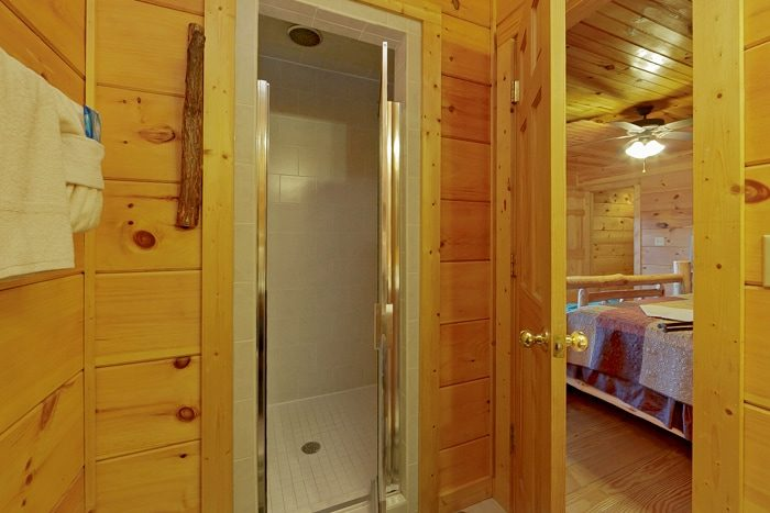 1 Bedroom Cabin with a Walk-in Shower - Alone at Last