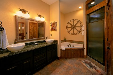 Luxury Cabin with 4 Jacuzzi Tubs in Bathrooms - Alpine Mountain Lodge
