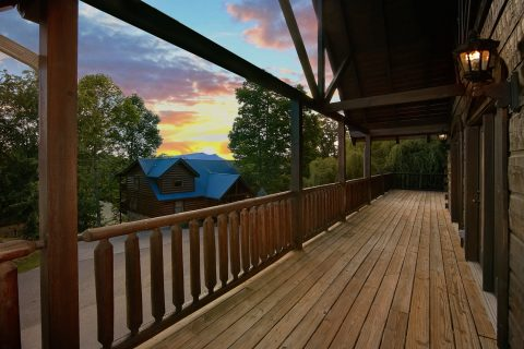 Luxury 6 Bedroom Cabin with Covered Decks - Alpine Mountain Lodge