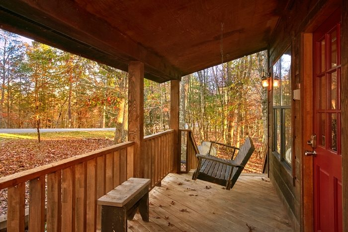 2 Bedroom Cabin with Porch Swing and Deck - Alpine Retreat