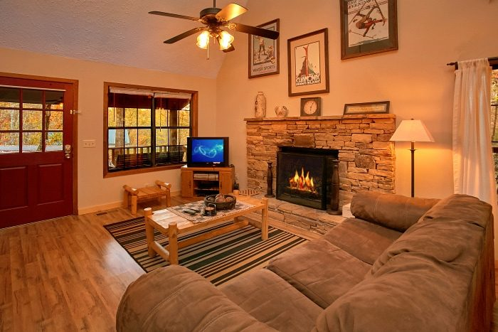Rustic Cabin with Fully Furnished Living Room - Alpine Retreat
