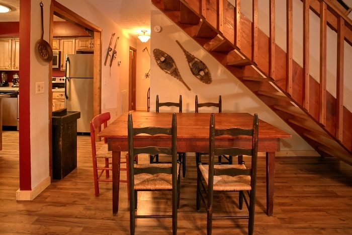 2 Bedroom Cabin with Dining Table for 4 - Alpine Retreat