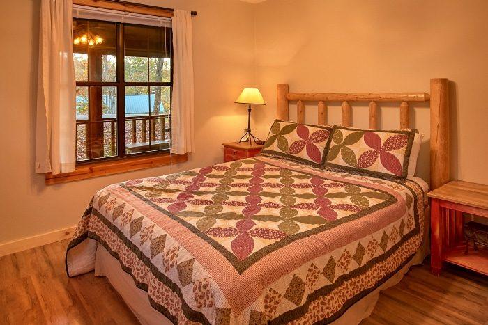 2 Bedroom Cabin with Private Queen Bedroom - Alpine Retreat