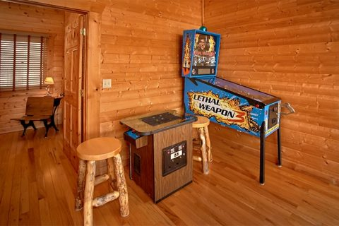 Luxurious Cabin with Game Room and Arcade Game - Altitude Adjustment