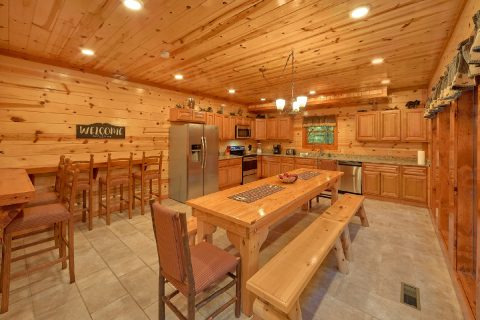 Large Kitchen with Dining Table for 16 - Amazing Grace